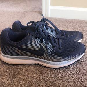 Nike zoom Pegasus 34. Size 9.5.